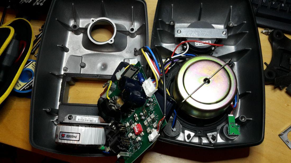 Reparatie Genelec speaker.